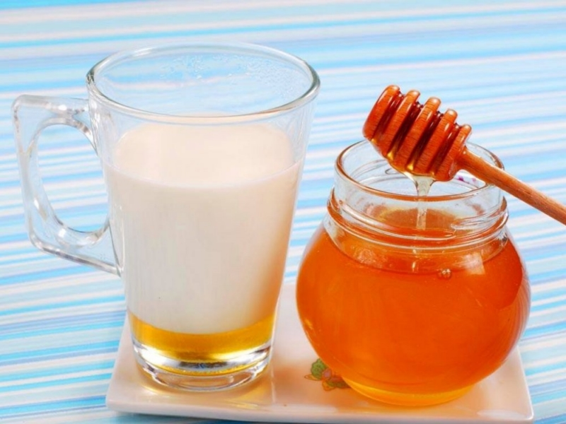 ماسك لتقشير الوجه - العسل واللبن