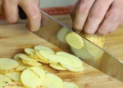 طريقة عمل بطاطس شيبسى مقرمشة 2
