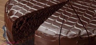 طريقة عمل الكيكة الاسفنجية بالشوكولاته 2