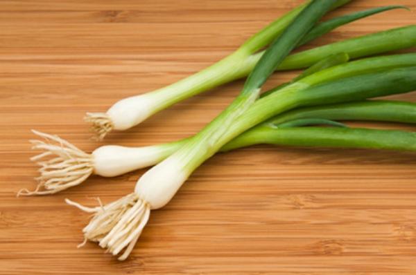 فوائد البصل الاخضر