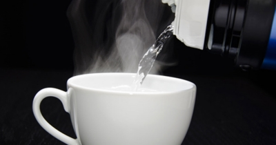 فوائد شرب الماء الساخن