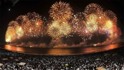 احتفالات مدينة ريو دي جانيرو البرازيلية في ليلة رأس السنة الميلادية