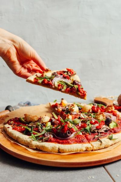 طريقة عمل البيتزا بالصور