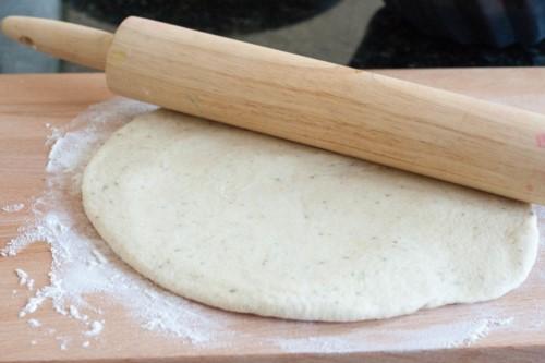 طريقة عمل عجينة بيتزا طرية وهشه